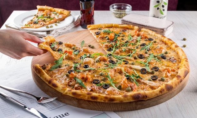 slice pizza stock images high resolution free 630x380 7 Healthy and Delicious Foods You Can Eat at an Italian Restaurant