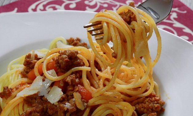 images spaghetti bolognaise carbonara pictures 630x380 7 Healthy and Delicious Foods You Can Eat at an Italian Restaurant